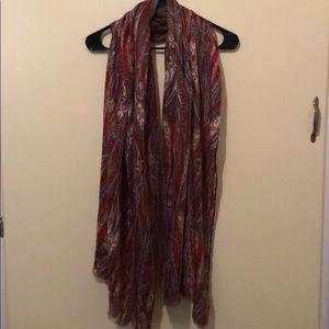 Beautiful paisley-like patterned scarf!